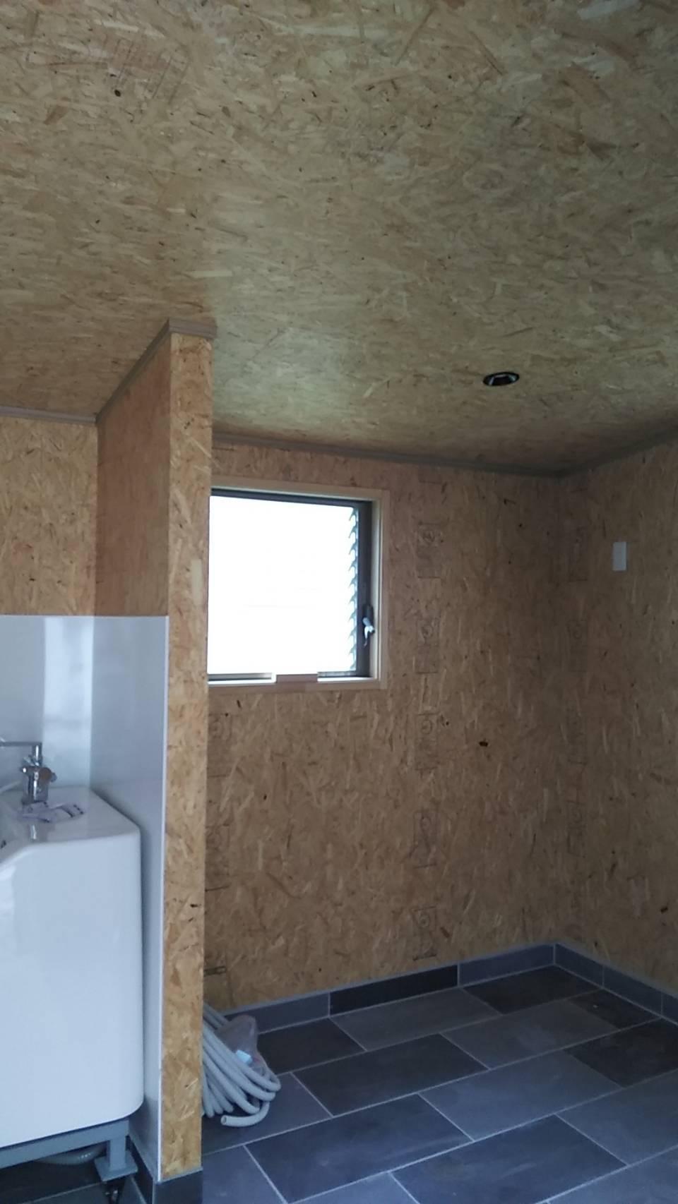 内装工事 犬小屋のアルミフェンスと門扉